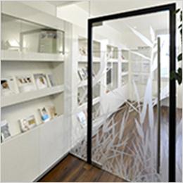 Glasdekoration im Wartezimmer