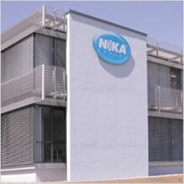 Architektonisch: Hausschild für NIKA